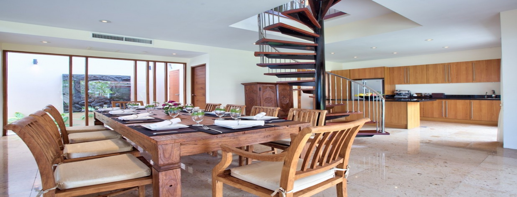 Intriguing property on natural stretch of unspoilt beach