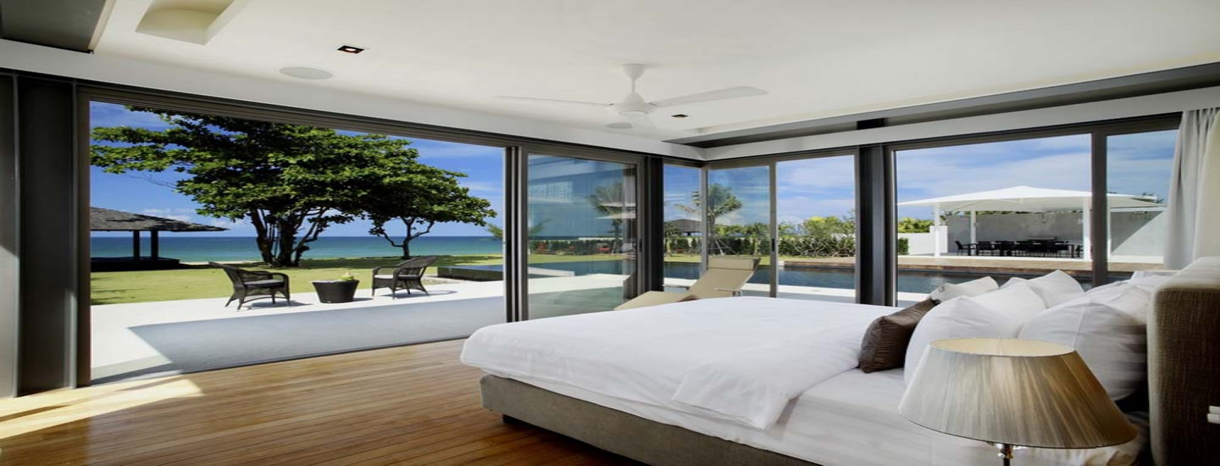 Stunning contemporary private beachside residence
