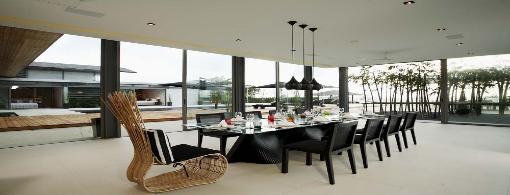 Chic tropical residence enhanced by a range of sophisticated modern luxuries